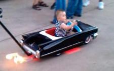 Το πιο cool… καροτσάκι μωρού στον κόσμο μοιάζει με μια Cadillac